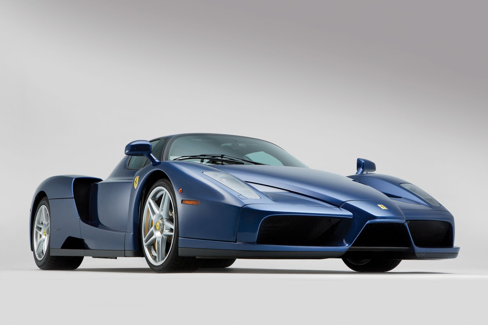Blue Ferrari Enzo in auction (5)