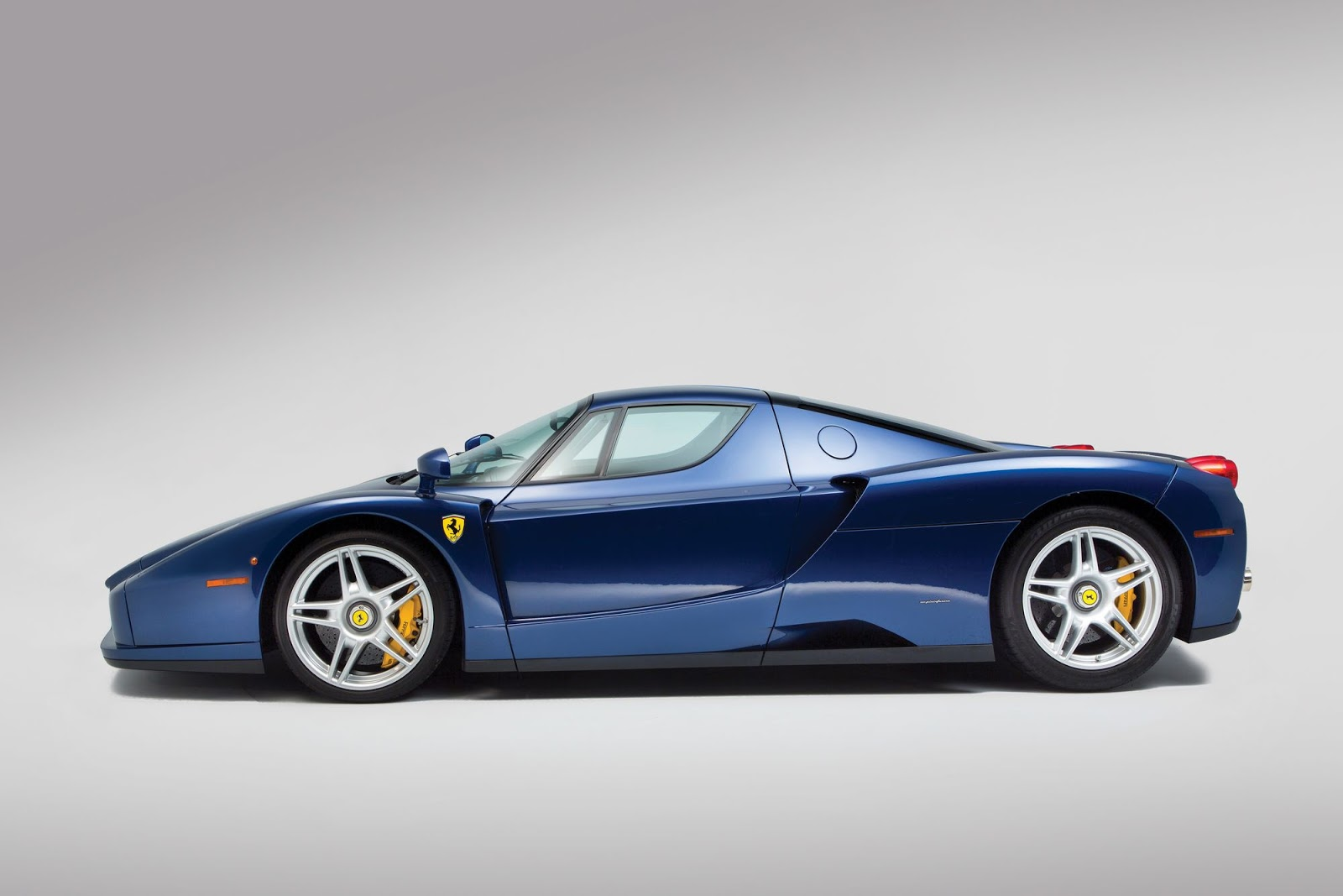 Blue Ferrari Enzo in auction (8)