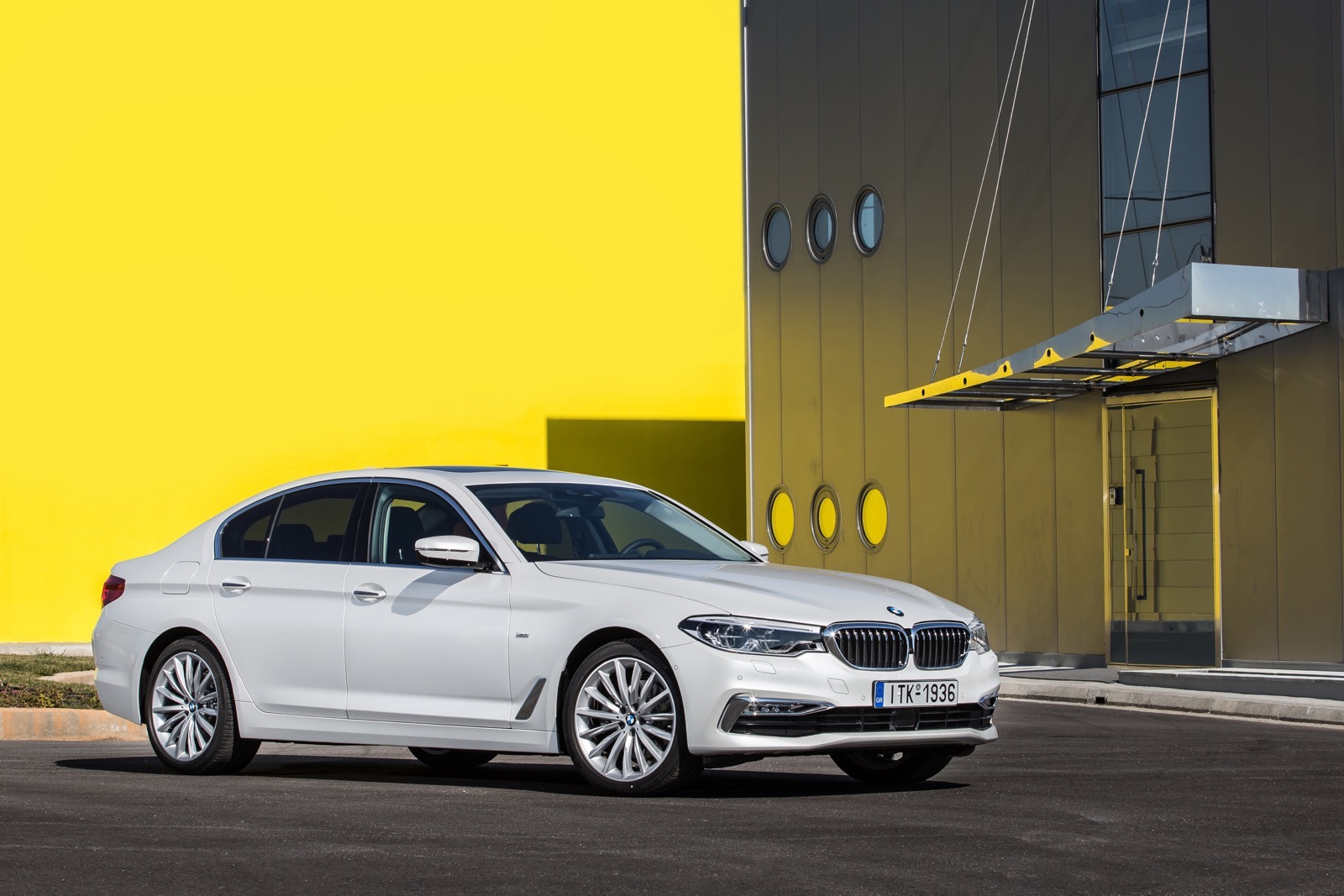 BMW_5_Series_Luxury_Line_02