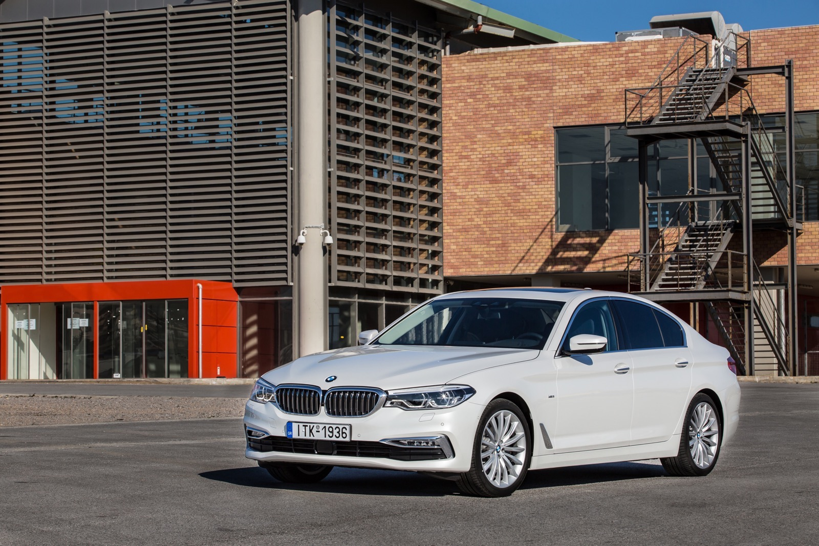 BMW_5_Series_Luxury_Line_06