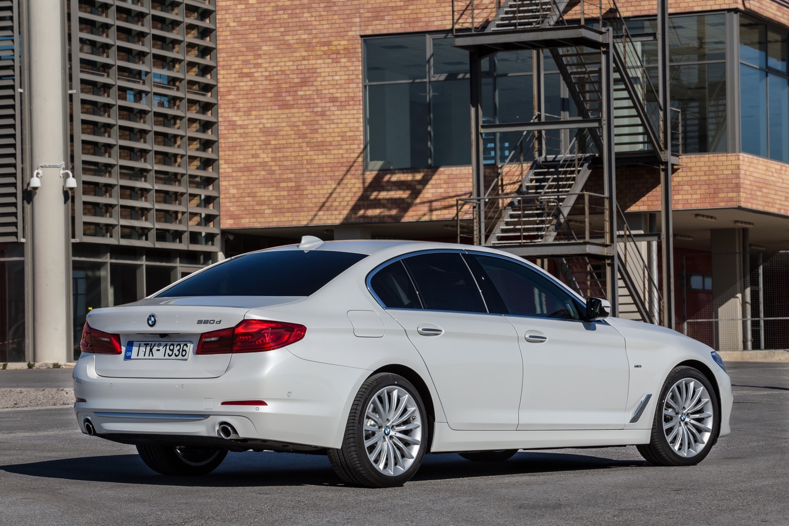 BMW_5_Series_Luxury_Line_16