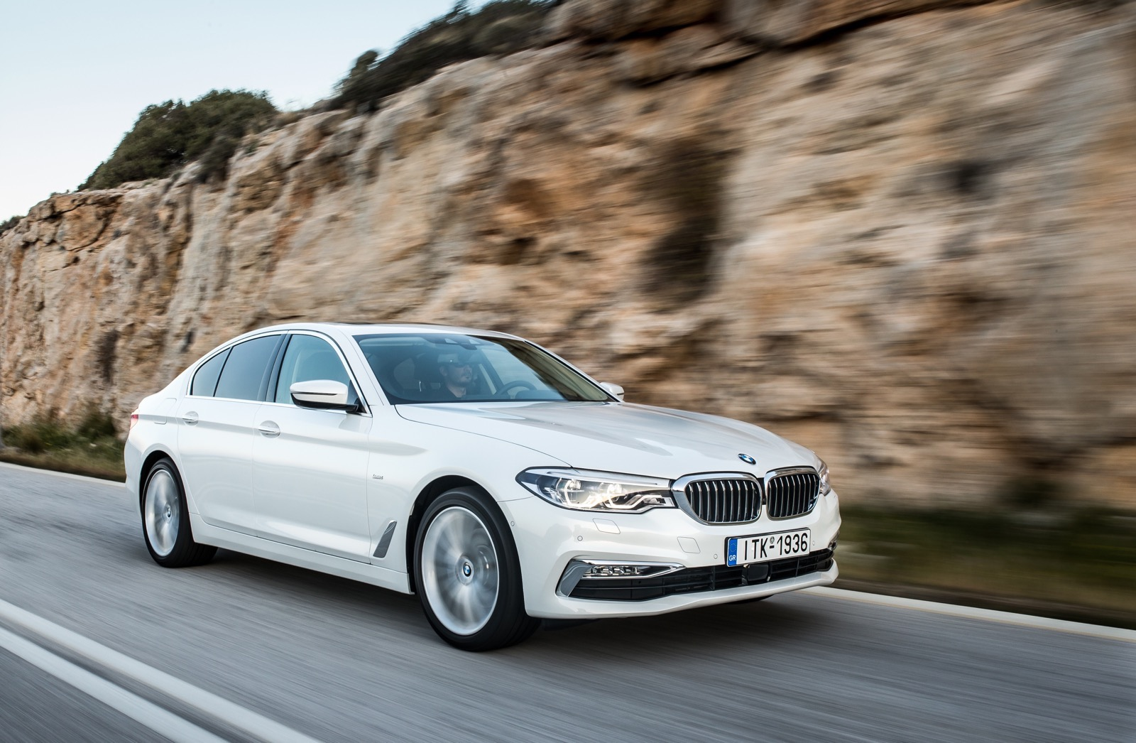 BMW_5_Series_Luxury_Line_22