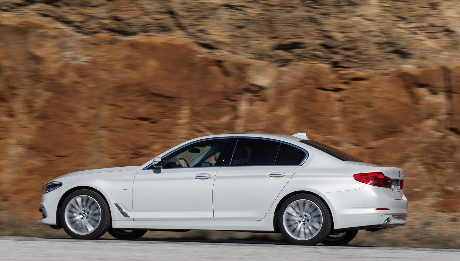BMW_5_Series_Luxury_Line_40