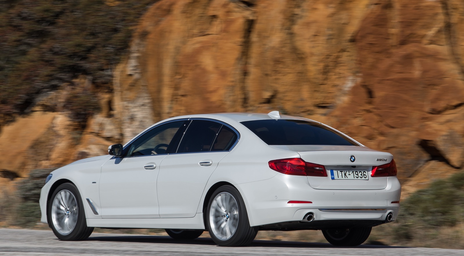 BMW_5_Series_Luxury_Line_54