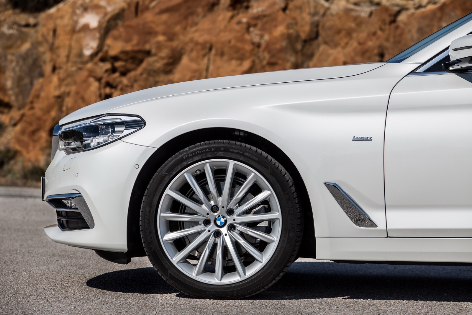 BMW_5_Series_Luxury_Line_59