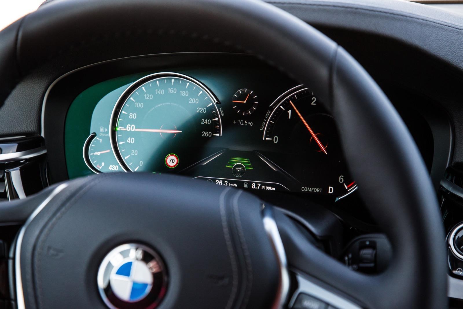 BMW_5_Series_Luxury_Line_72