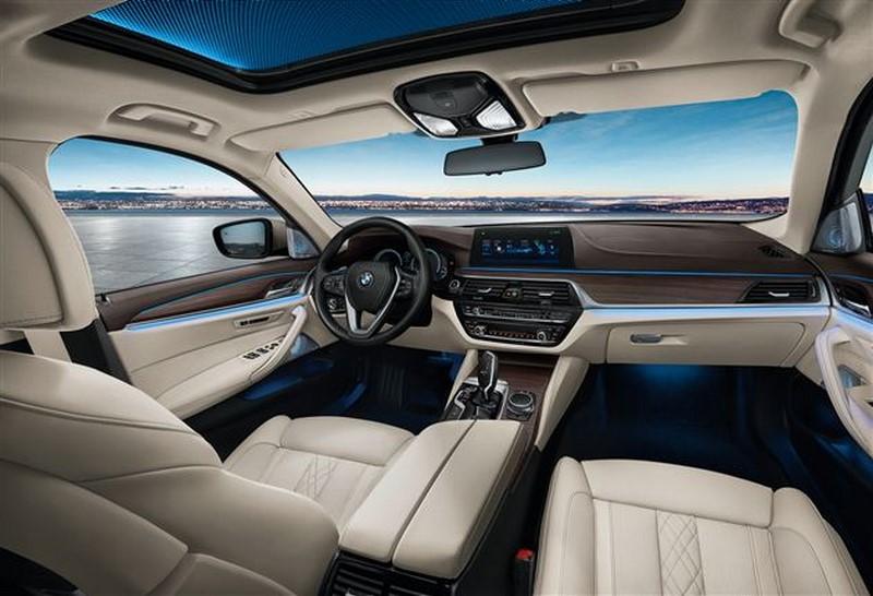 BMW 5-Series Li 2017 (4)