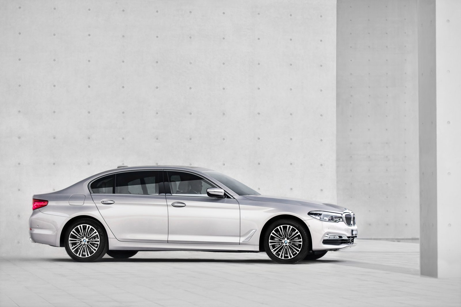 BMW 5-Series Long Wheelbase 2018 (9)