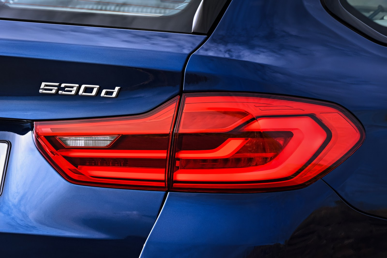 2018-BMW-5-Series-Touring-22