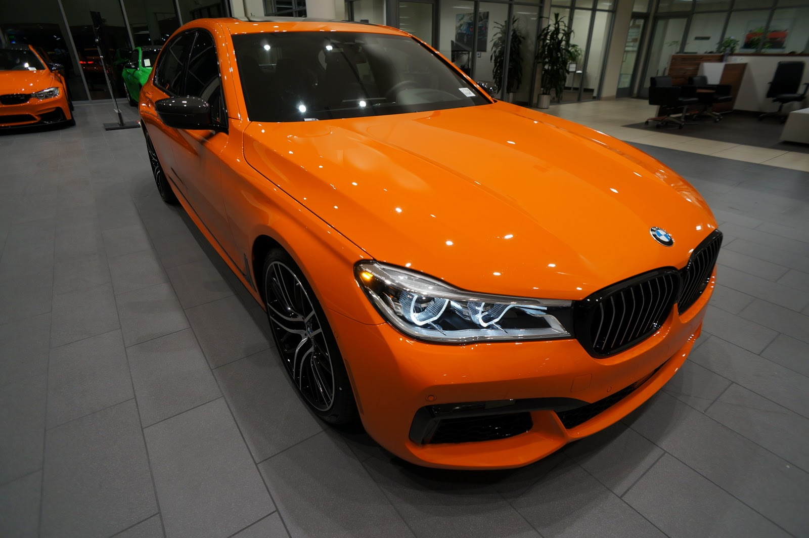 BMW_750i_Fire_Orange_01