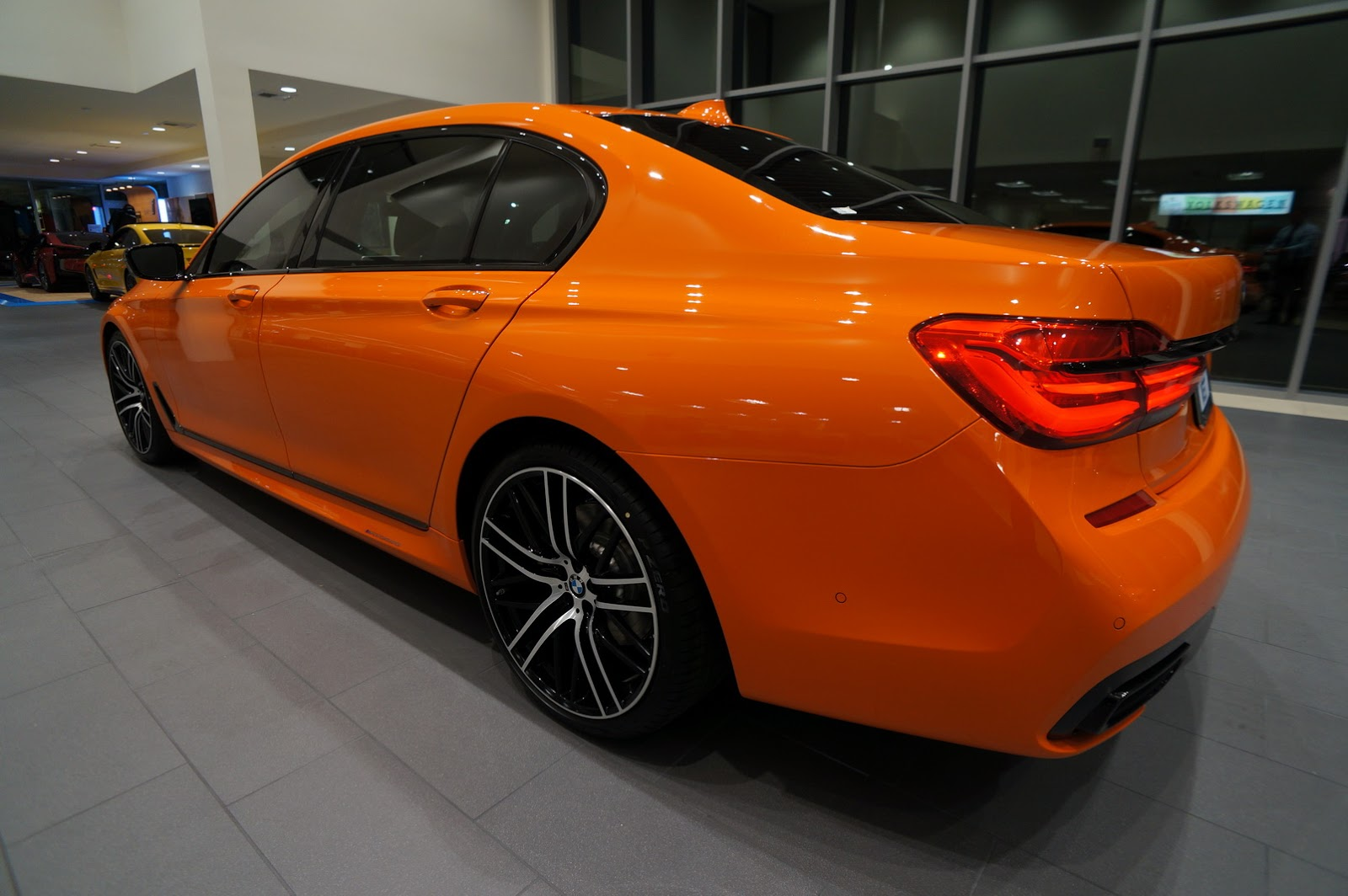 BMW_750i_Fire_Orange_06