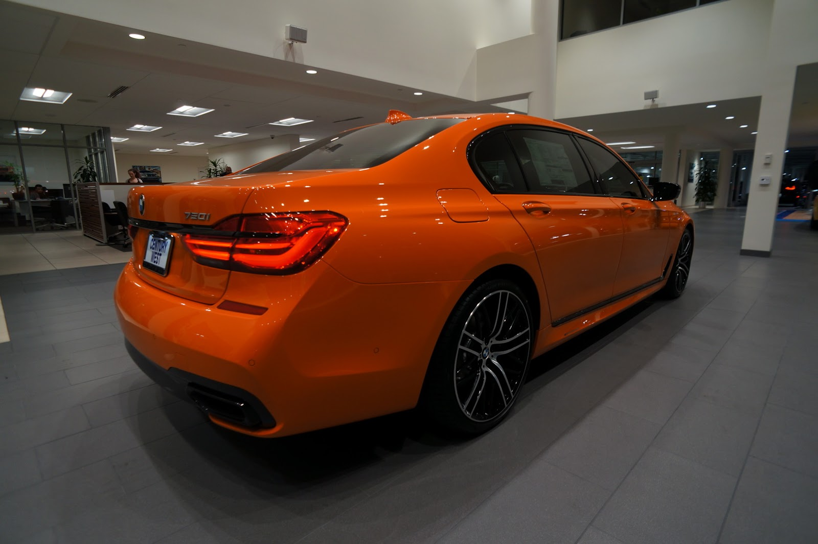 BMW_750i_Fire_Orange_08
