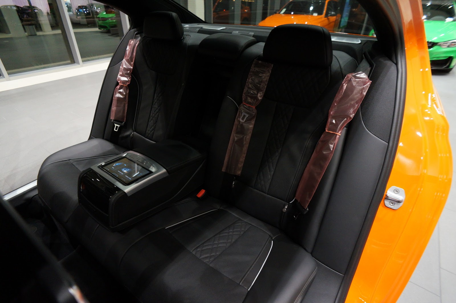 BMW_750i_Fire_Orange_15