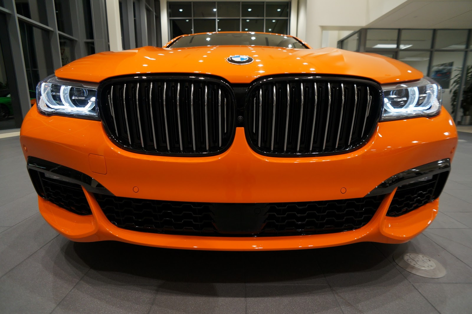 BMW_750i_Fire_Orange_25