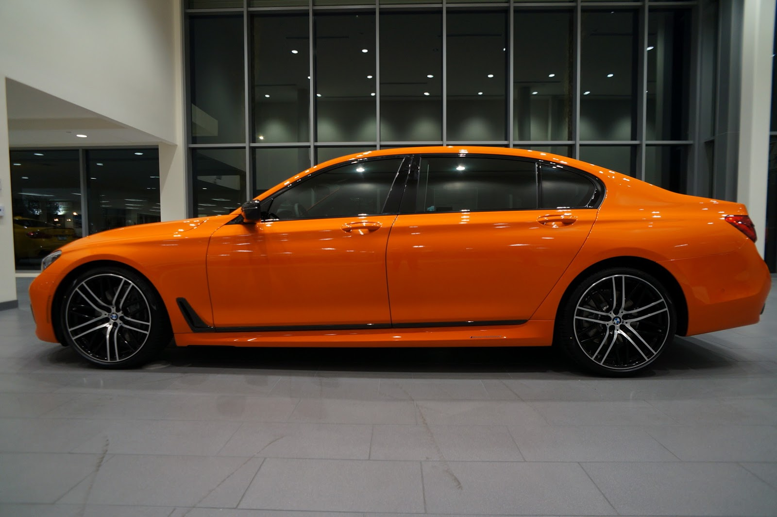 BMW_750i_Fire_Orange_27