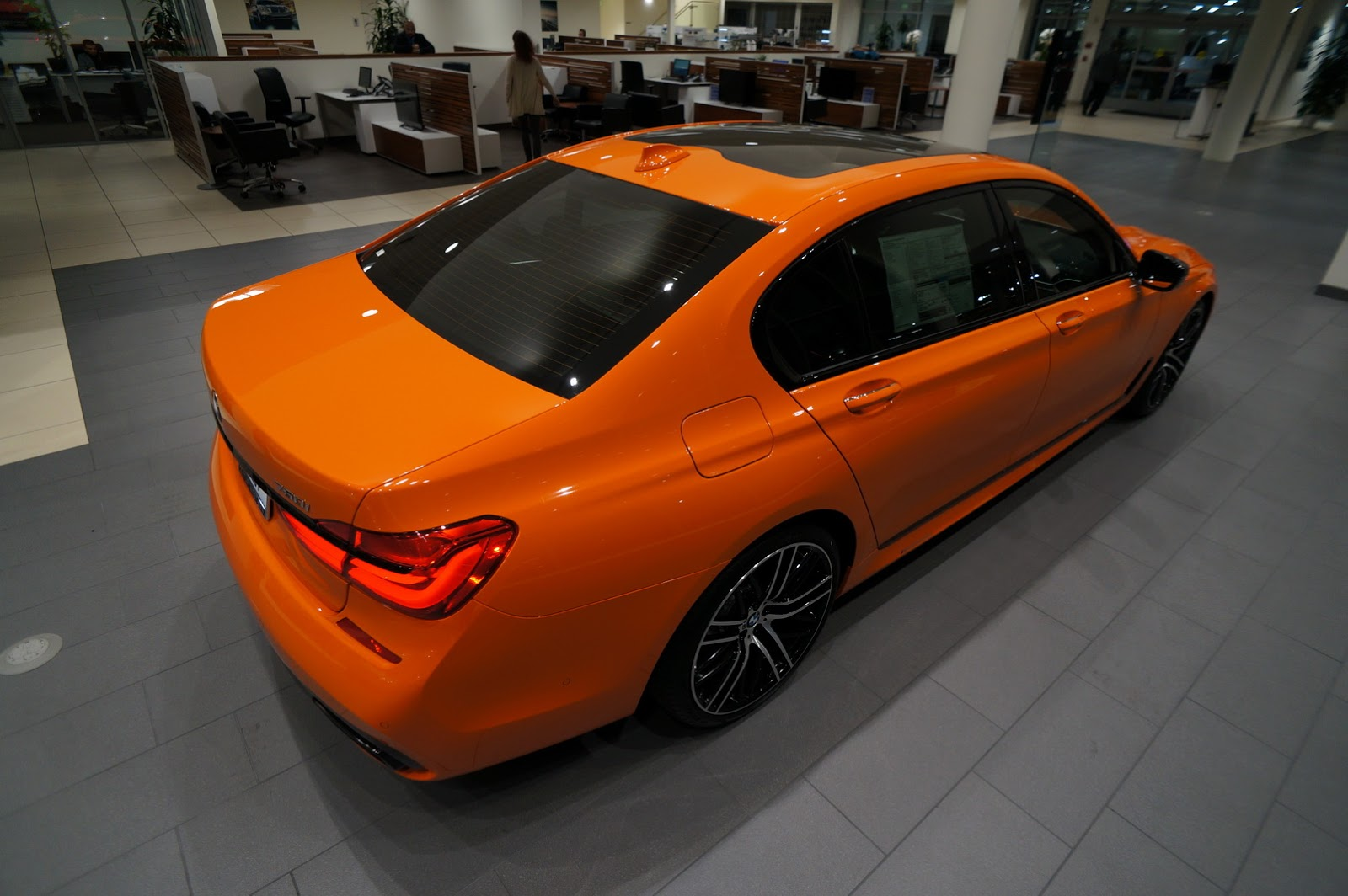 BMW_750i_Fire_Orange_39