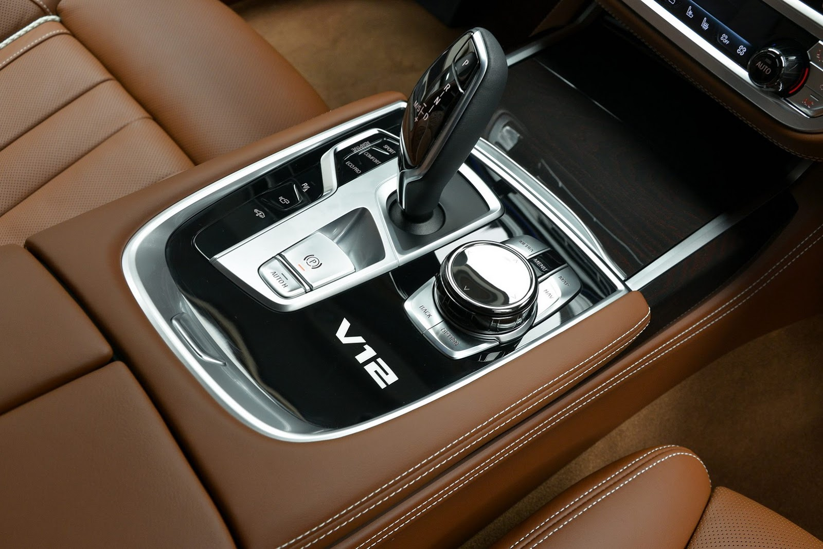 BMW 760Li xDrive V12 Pure Excellence Design (26)