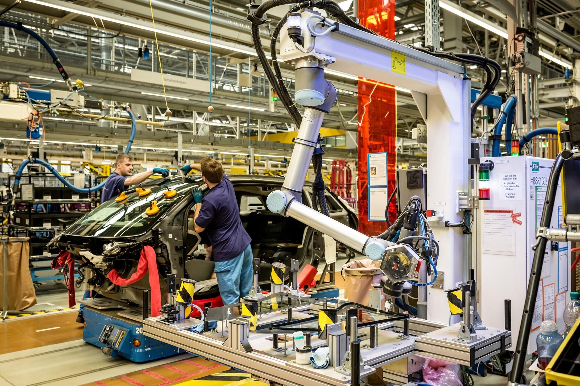 BMW humans robots (21)
