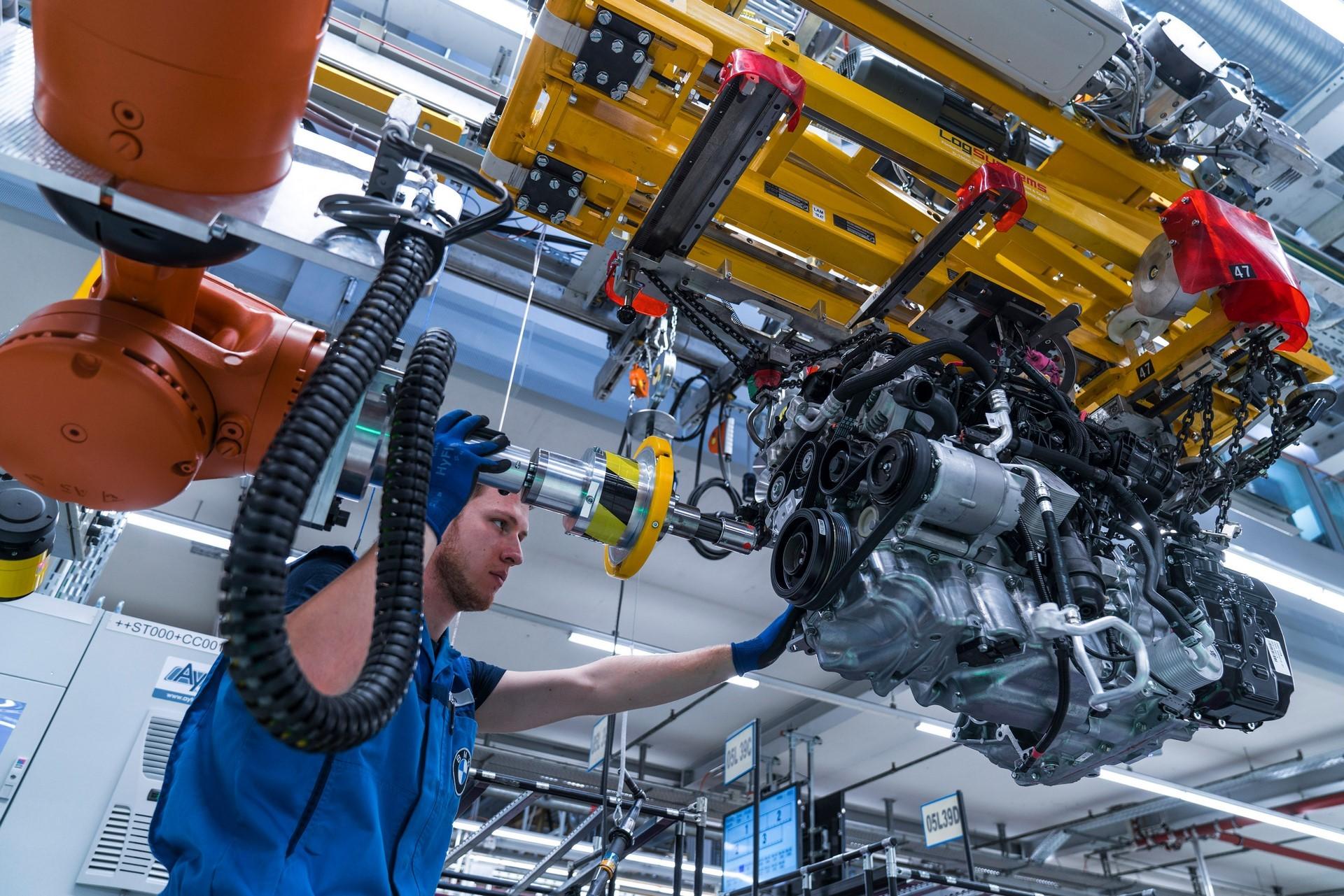 BMW humans robots (27)