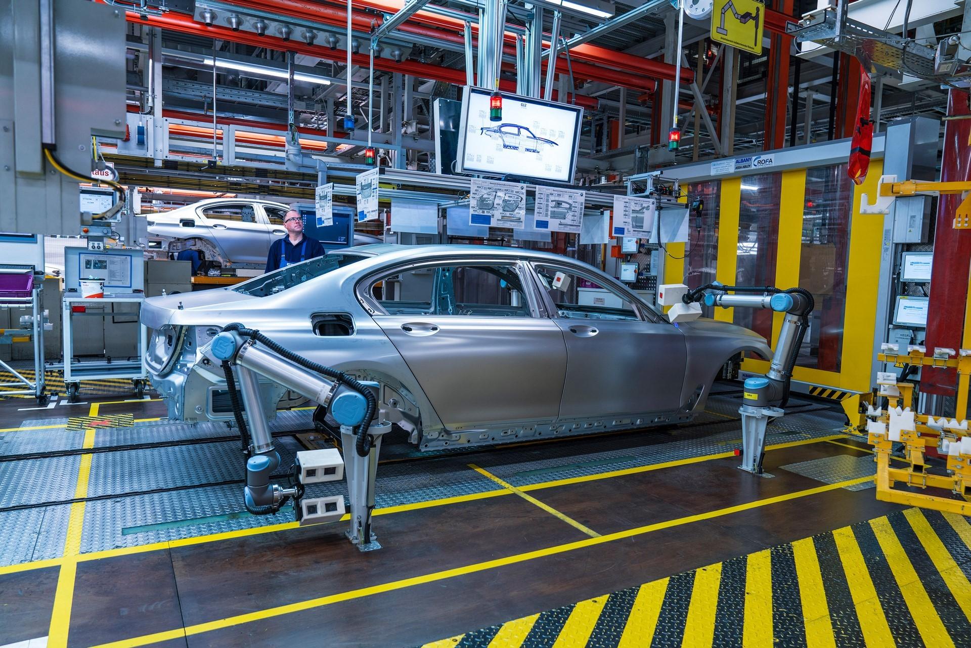 BMW humans robots (33)