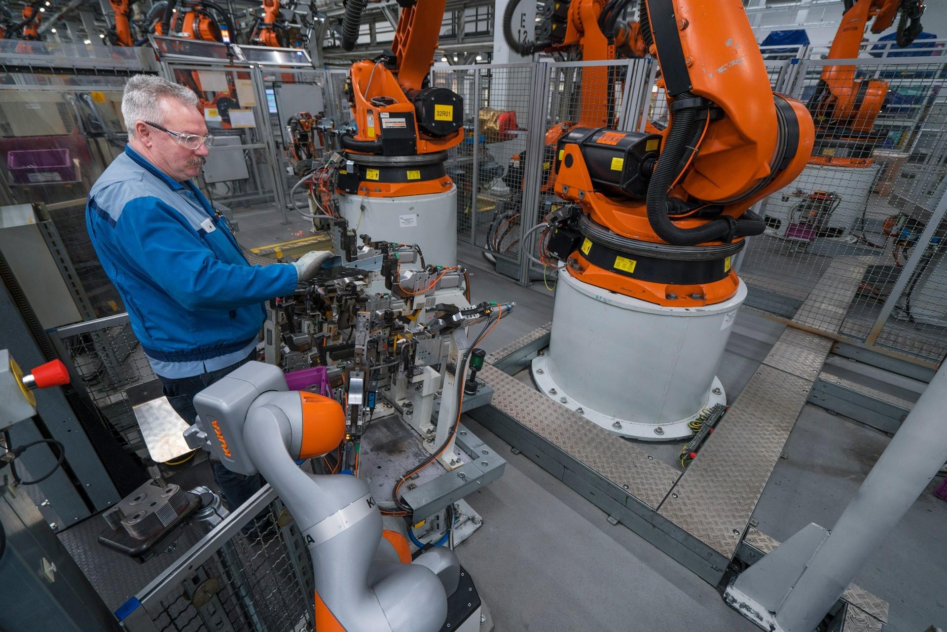 BMW humans robots (40)