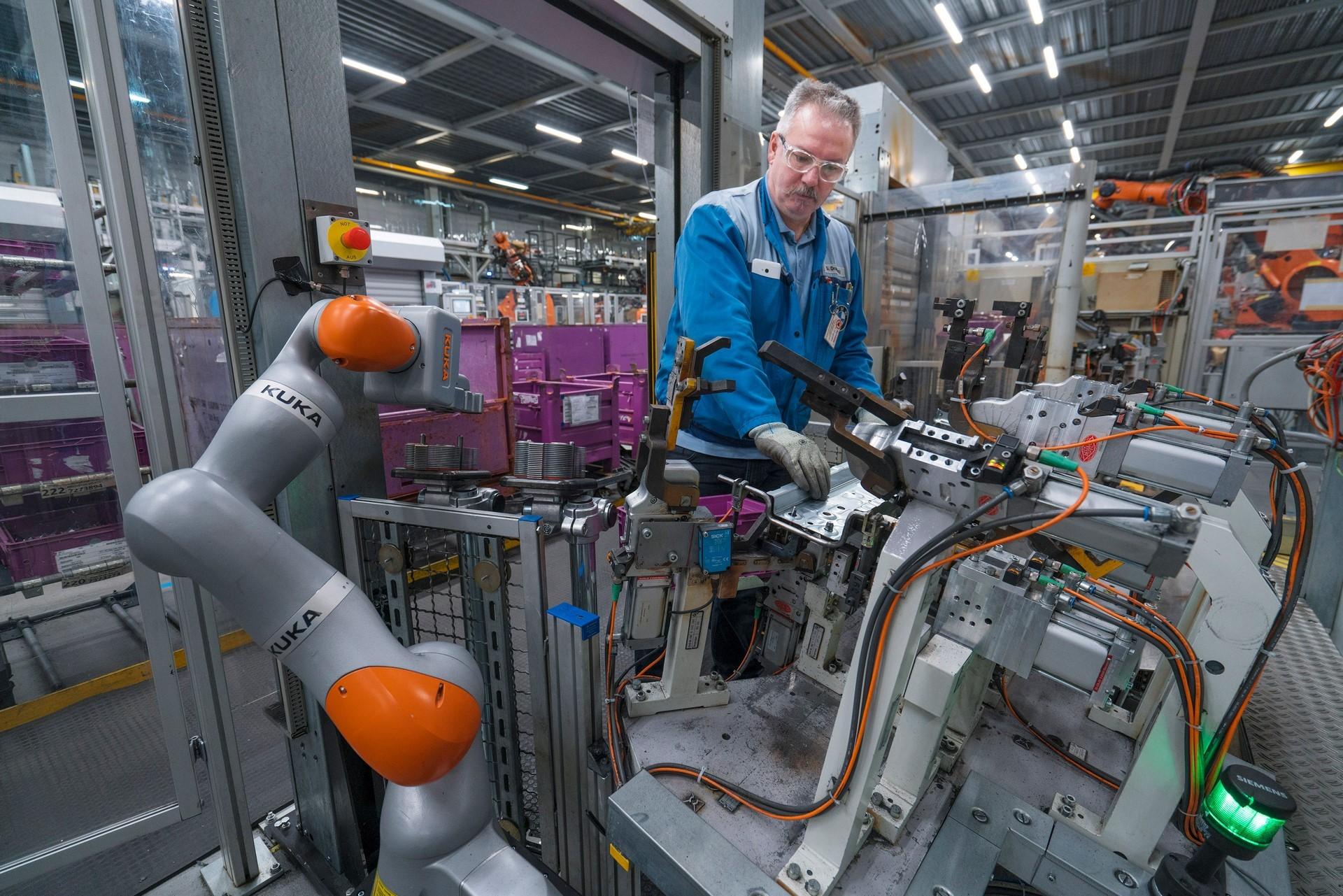 BMW humans robots (41)