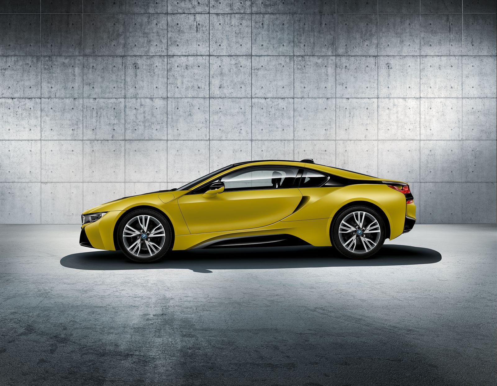 BMW i8 Frozen Yellow 4