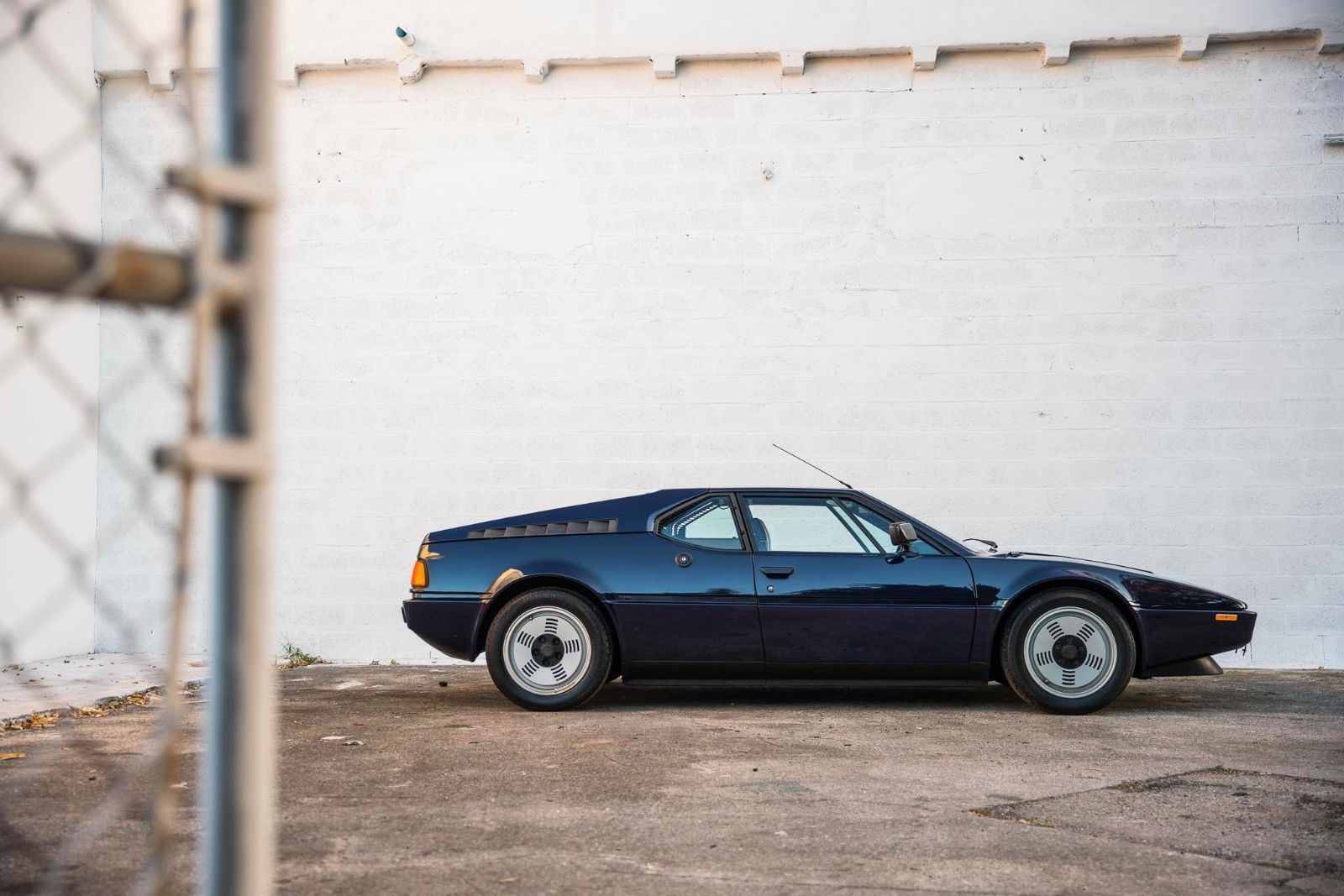 BMW_M1_for_sale_01