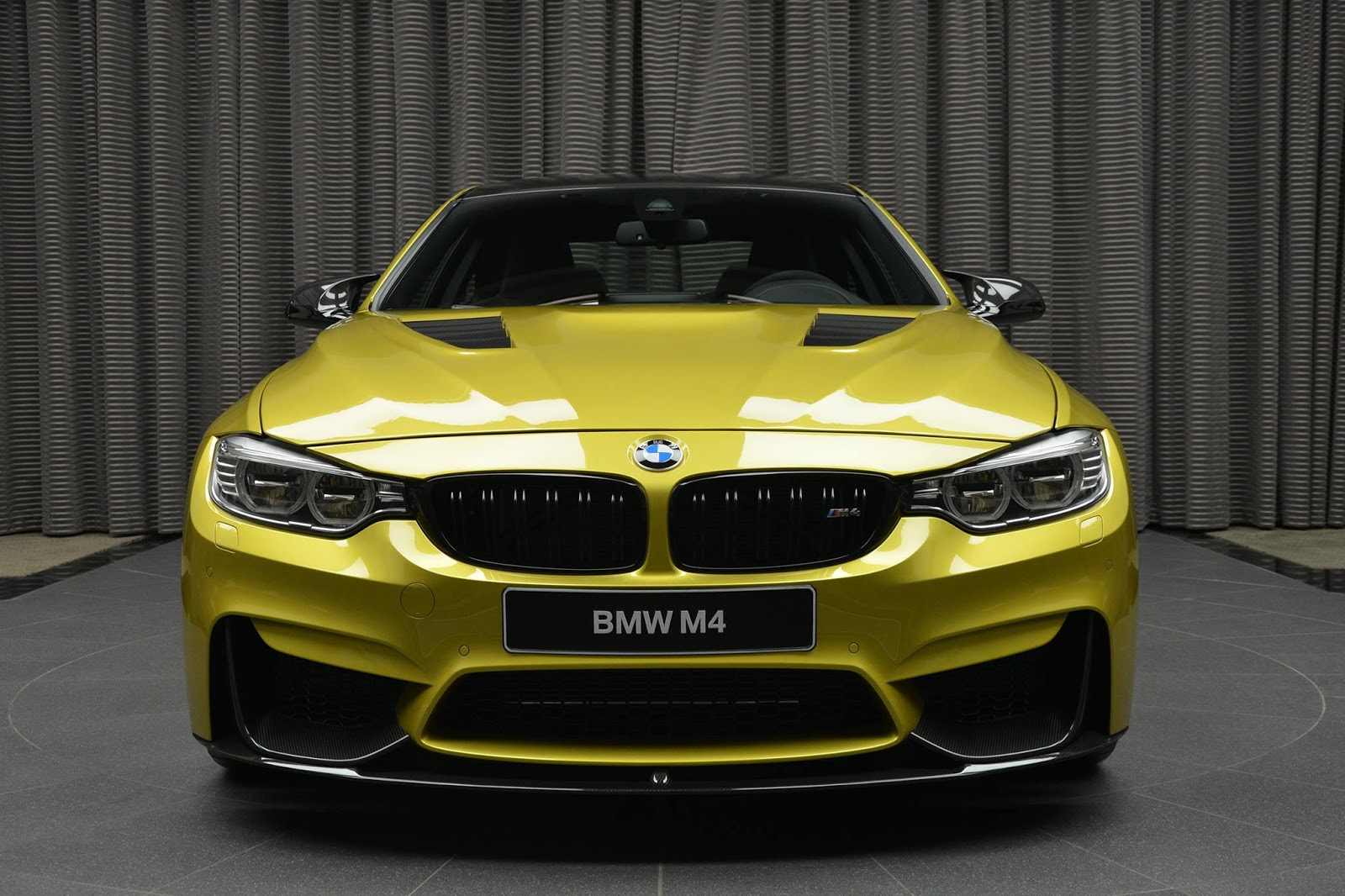 BMW_M4_Austin_Yellow_02