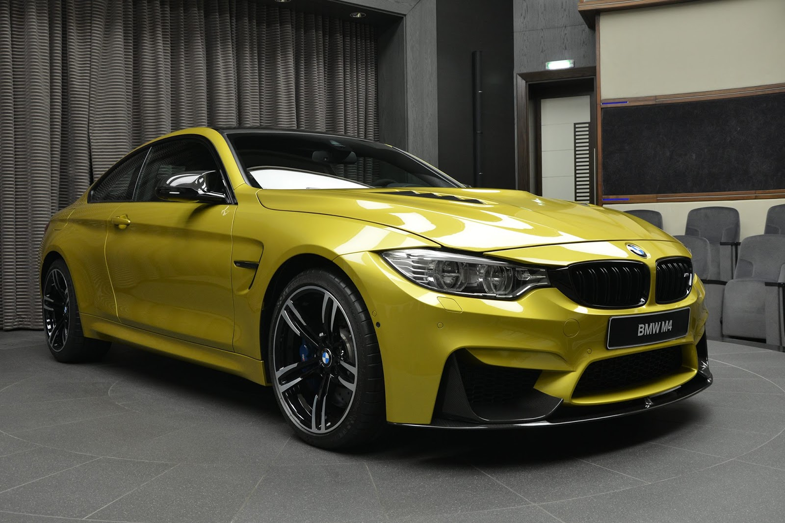 BMW_M4_Austin_Yellow_03