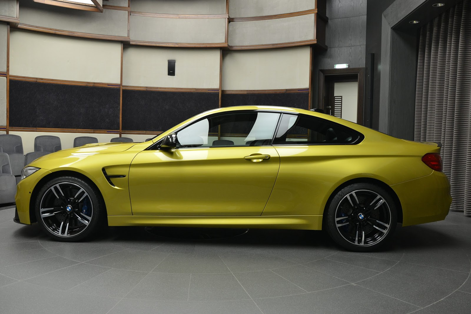 BMW_M4_Austin_Yellow_05