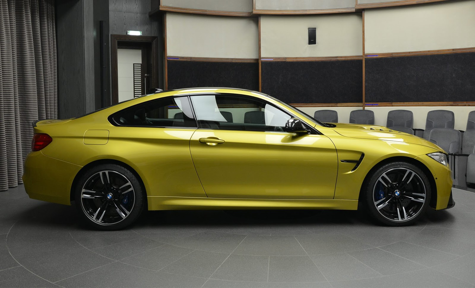 BMW_M4_Austin_Yellow_06