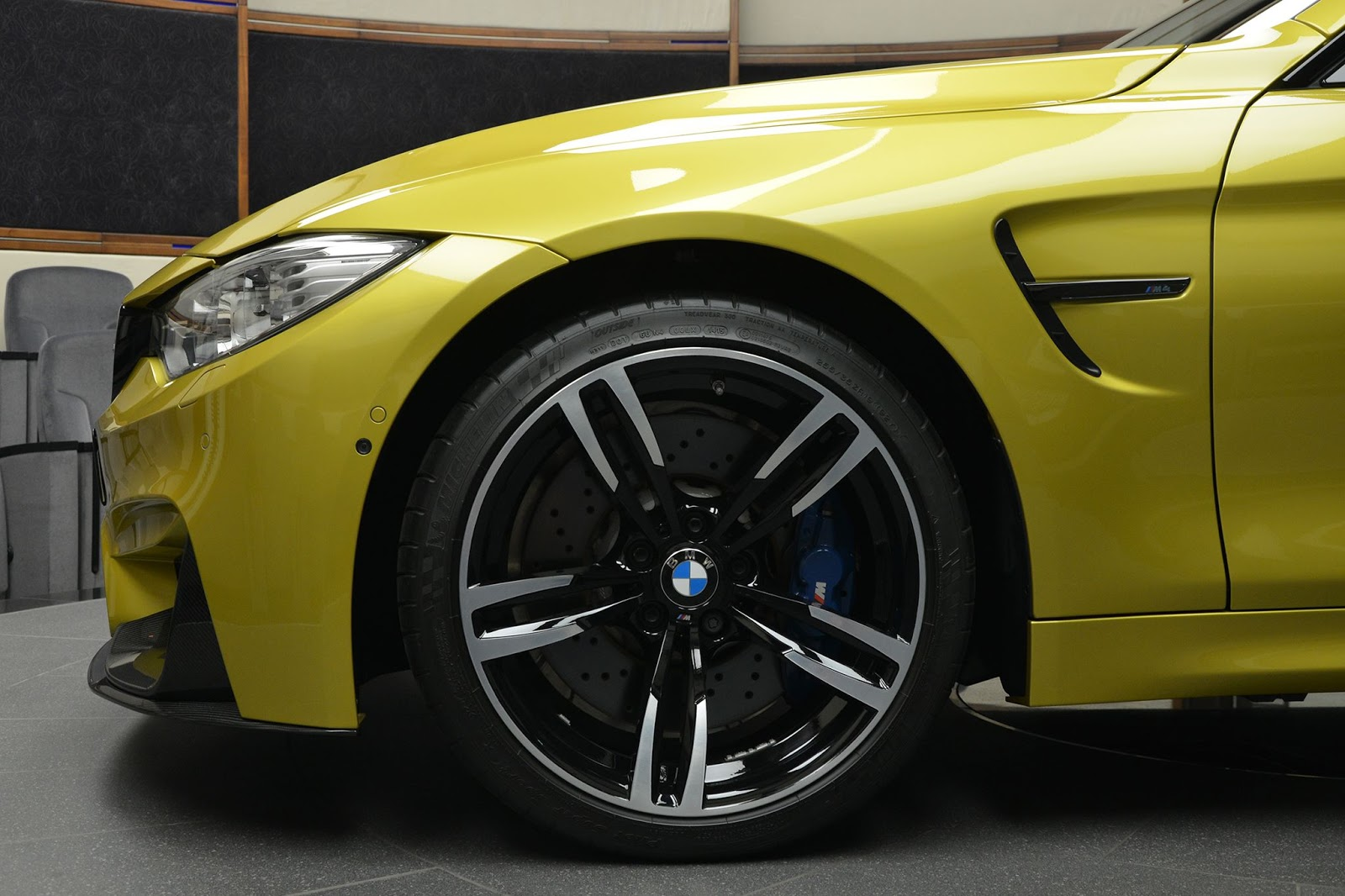BMW_M4_Austin_Yellow_08