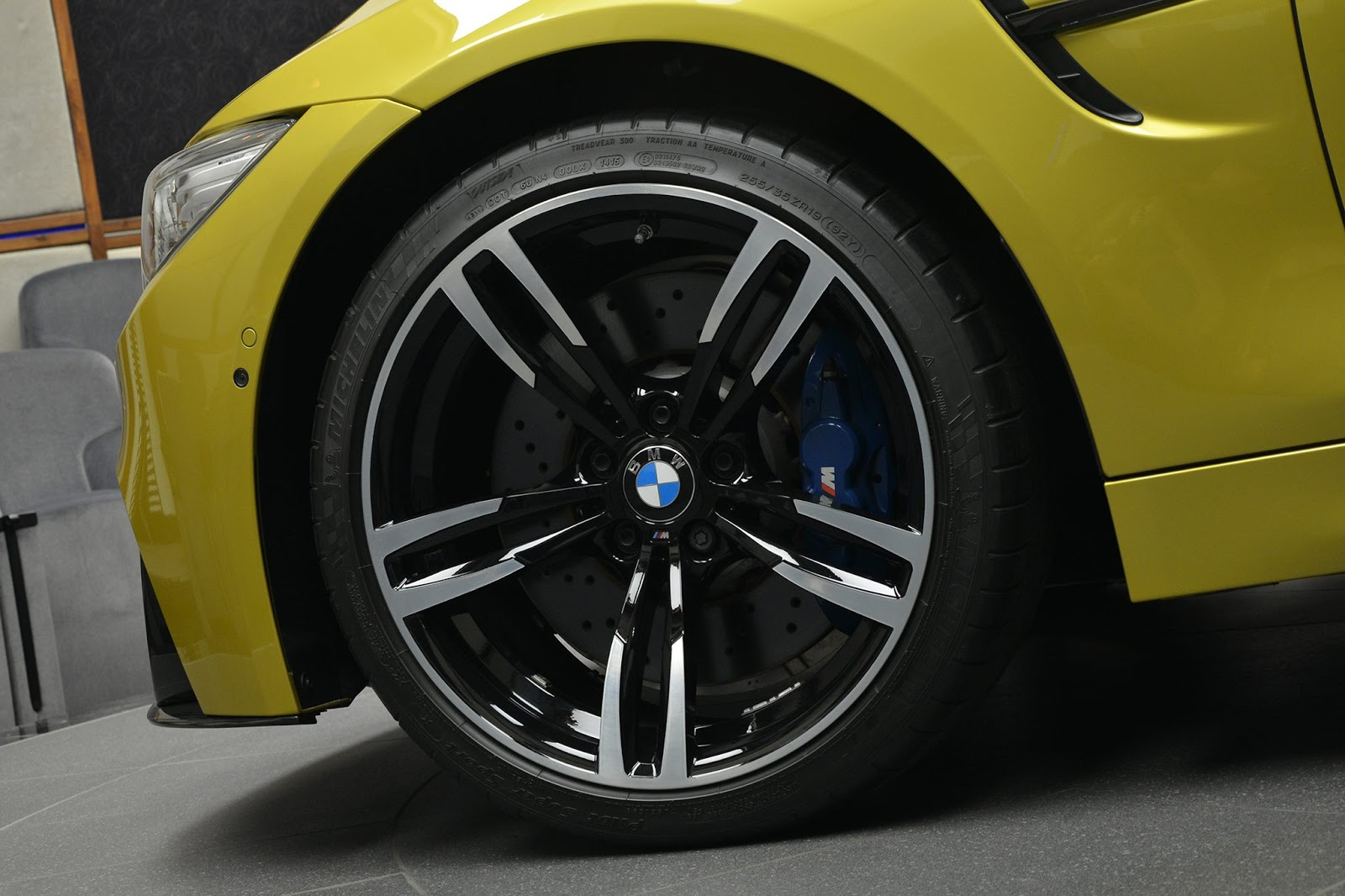 BMW_M4_Austin_Yellow_09
