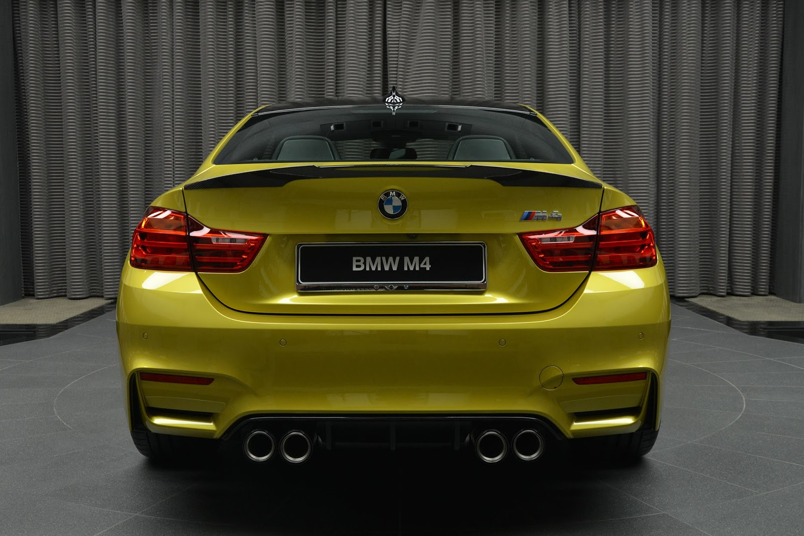 BMW_M4_Austin_Yellow_10