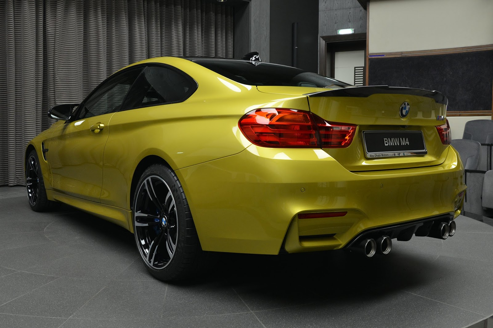 BMW_M4_Austin_Yellow_11
