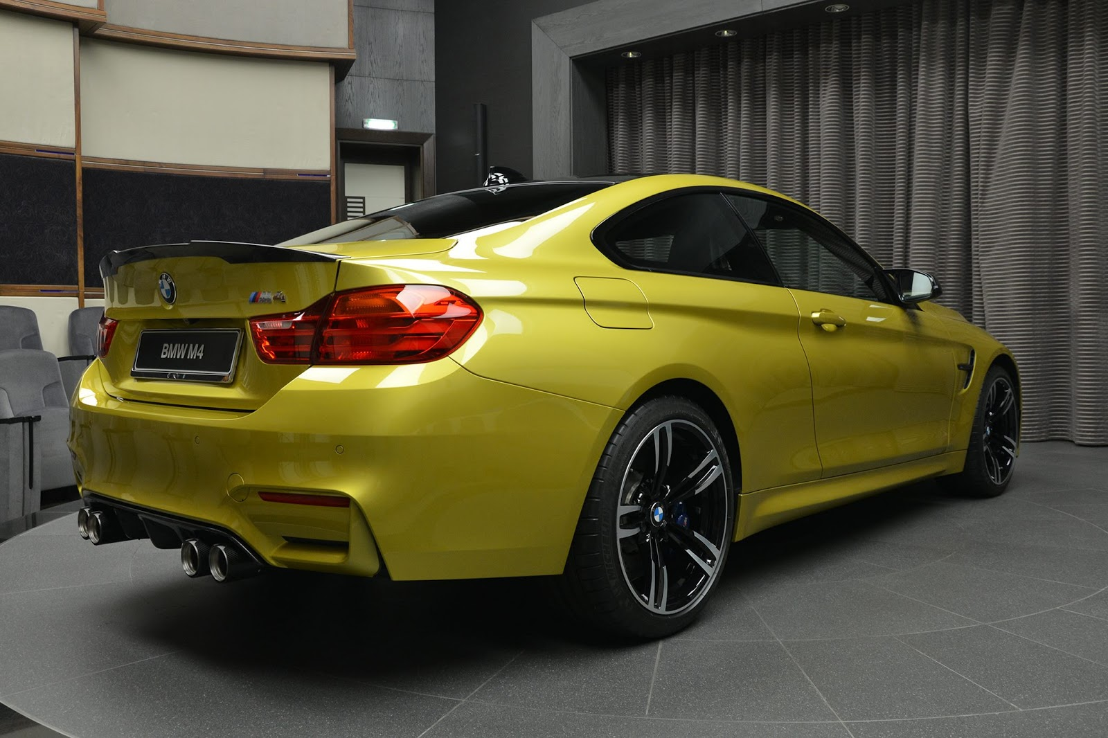 BMW_M4_Austin_Yellow_12