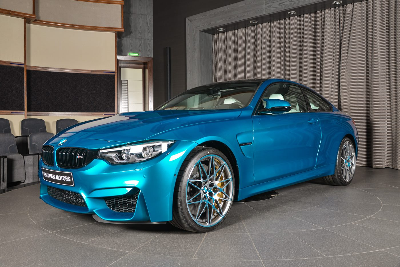 BMW_M4_Competition_Pack_Atlantis_blue_02
