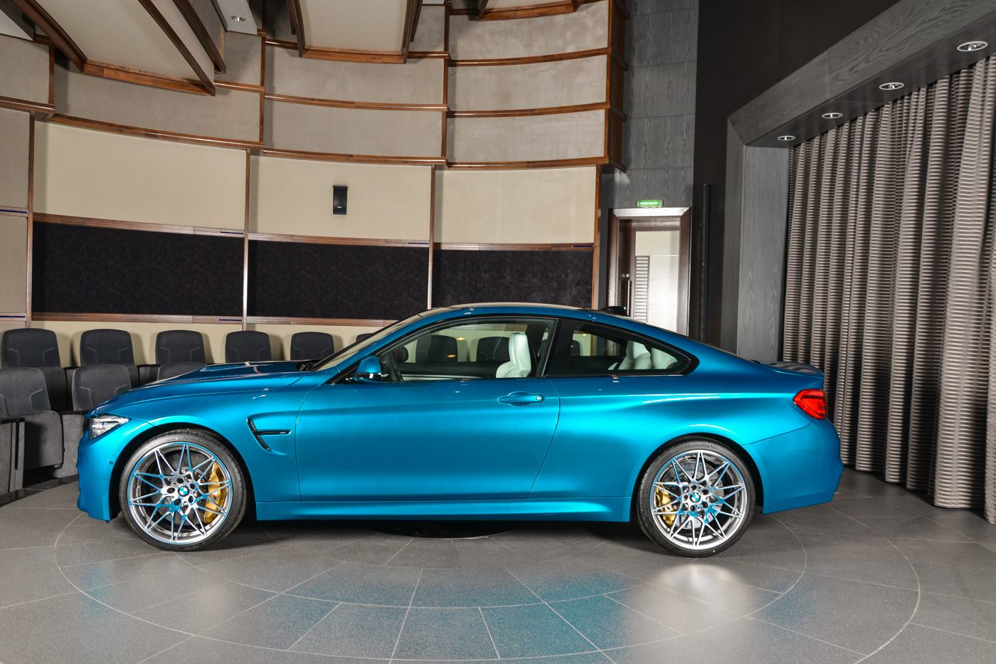 BMW_M4_Competition_Pack_Atlantis_blue_05