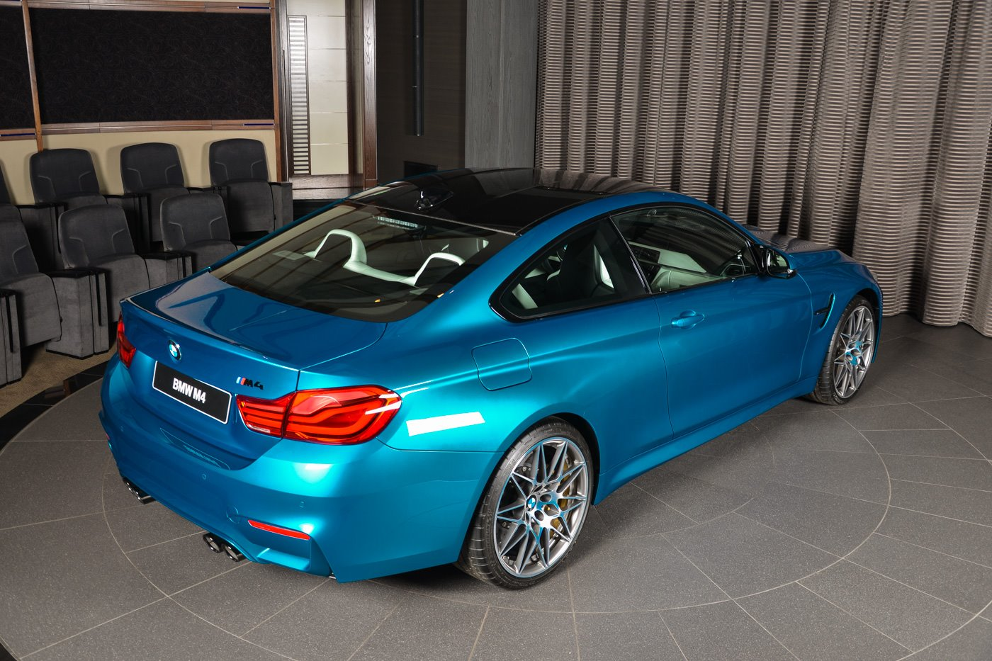 BMW_M4_Competition_Pack_Atlantis_blue_17