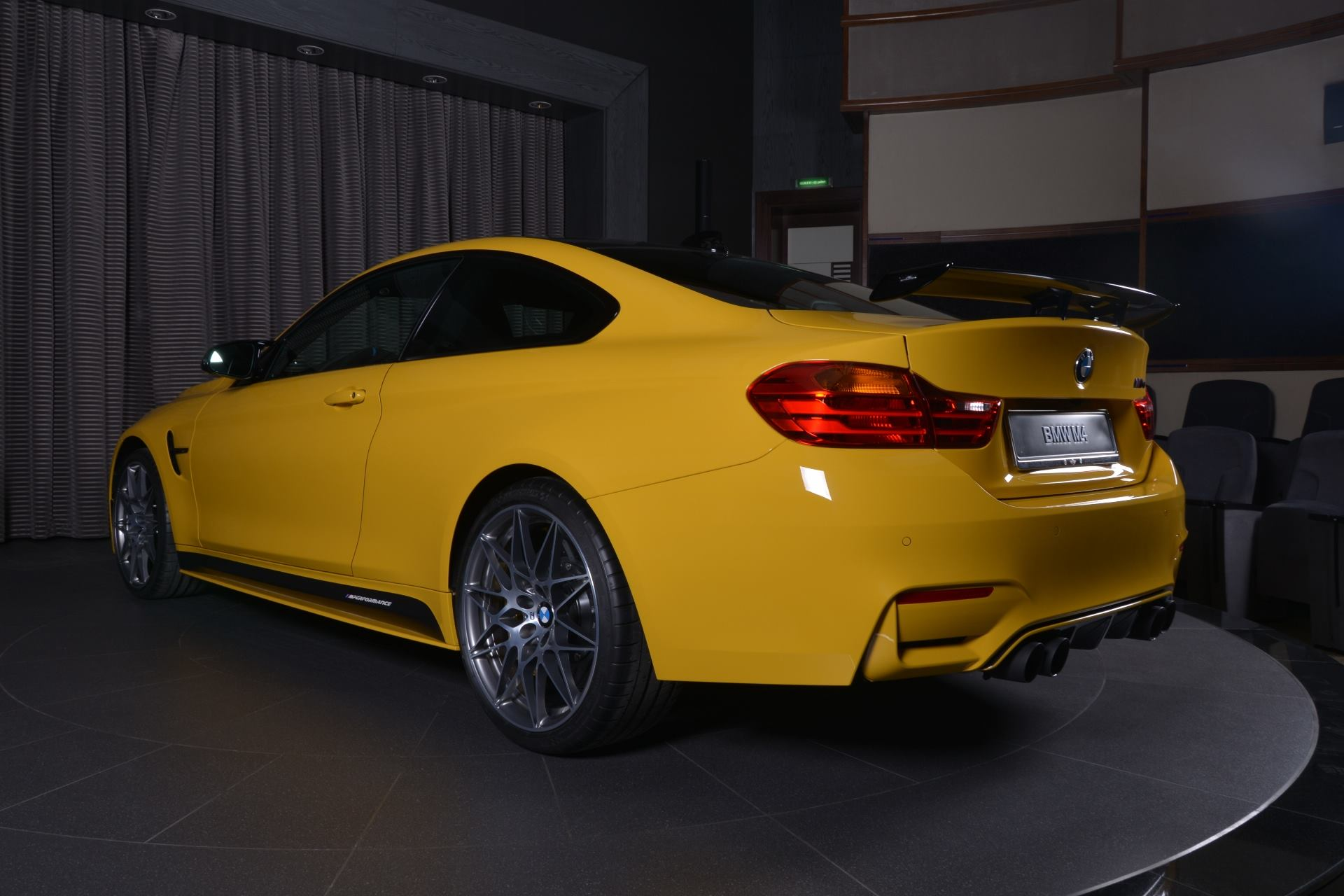BMW M4 Speed Yellow (2)