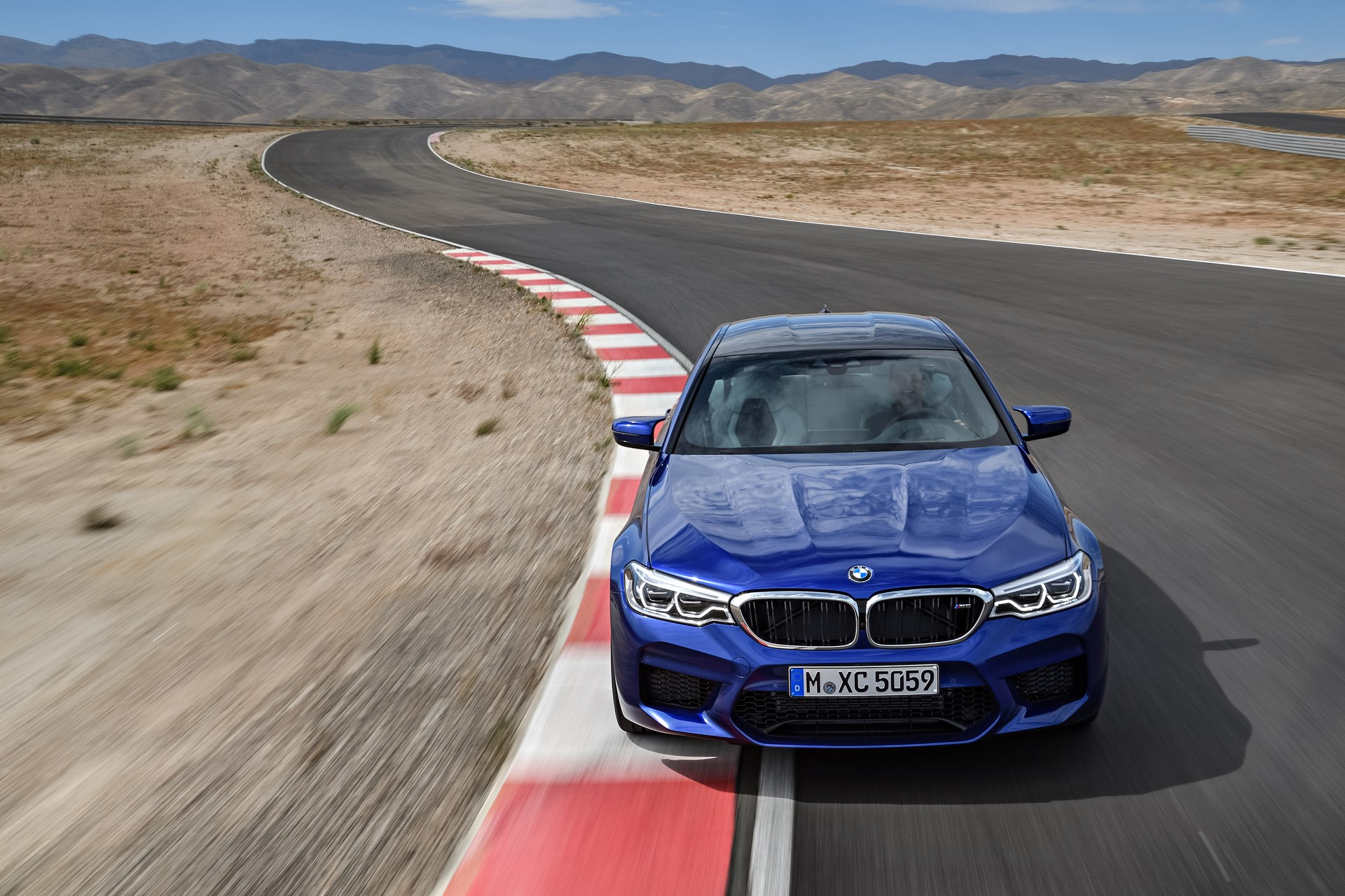 BMW M5 2018 (2)