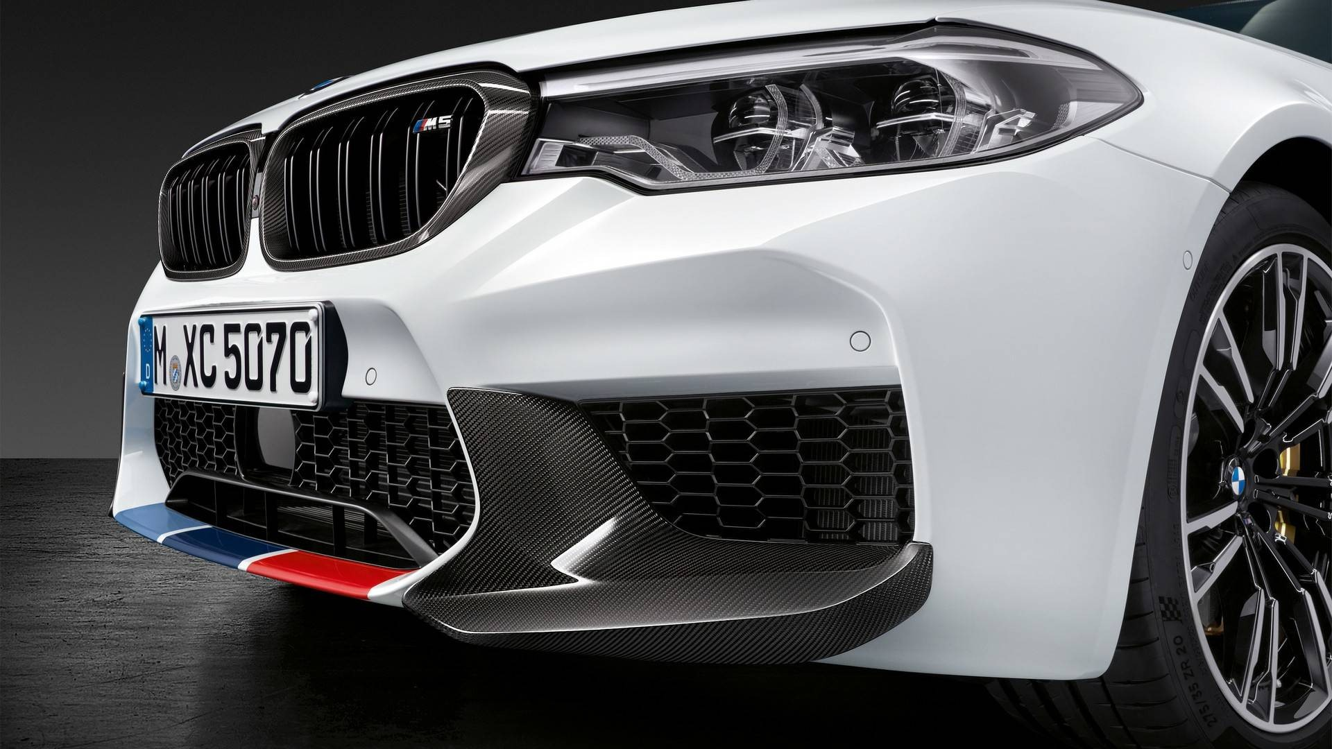 2018-bmw-m5-with-m-performance-parts (3)