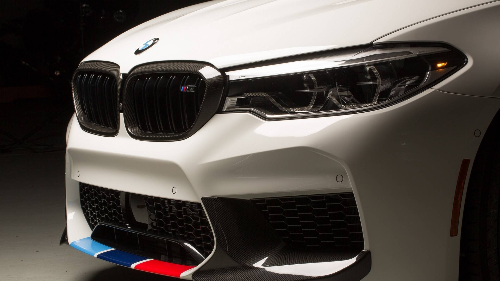 2018-bmw-m5-with-m-performance-parts (4)