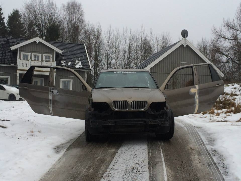 BMW X5Six-Wheel (14)