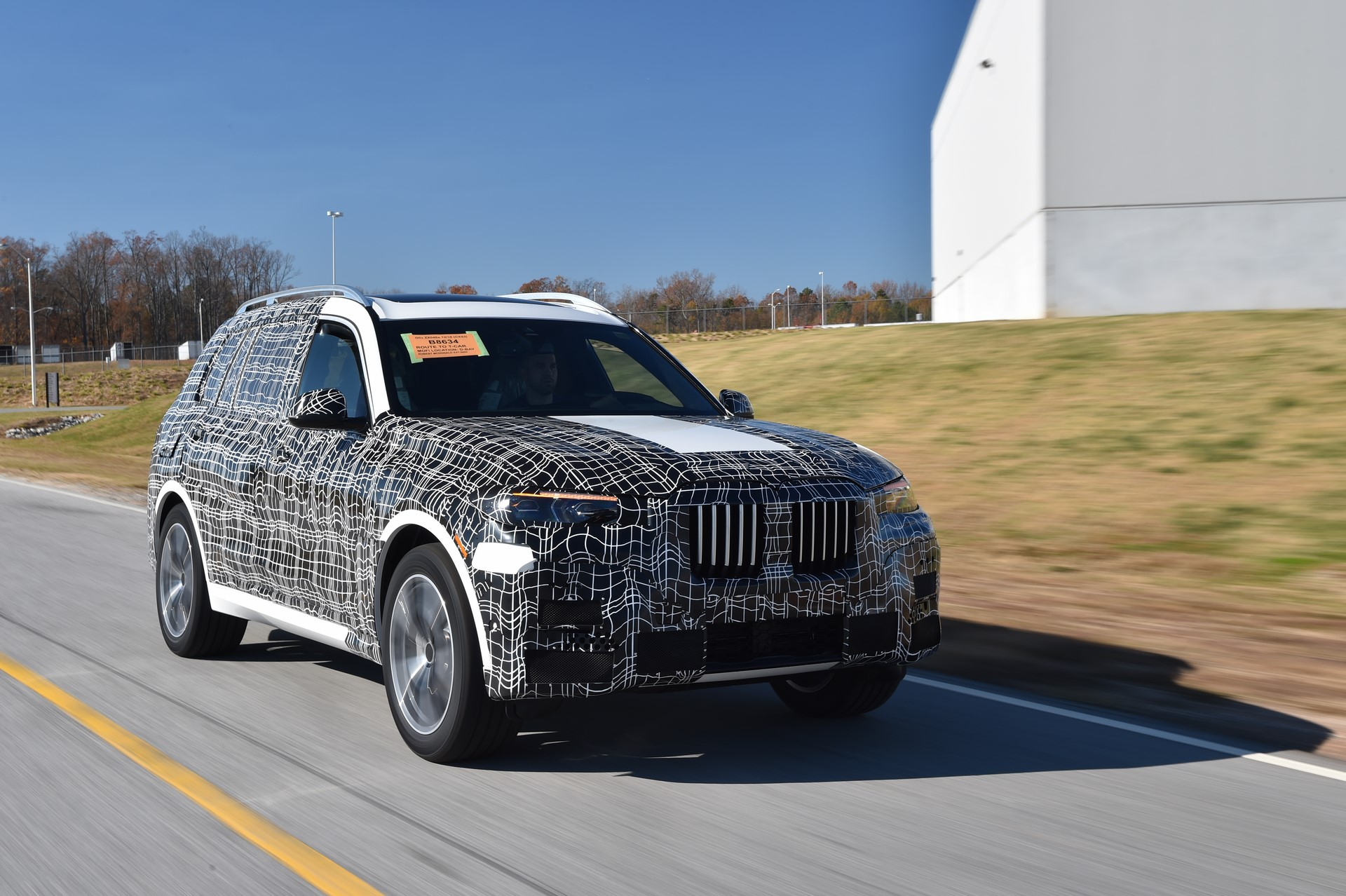 BMW X7 pre-production (1)
