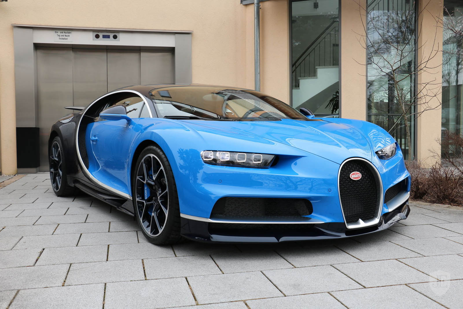 Bugatti_Chiron_for_sale_01