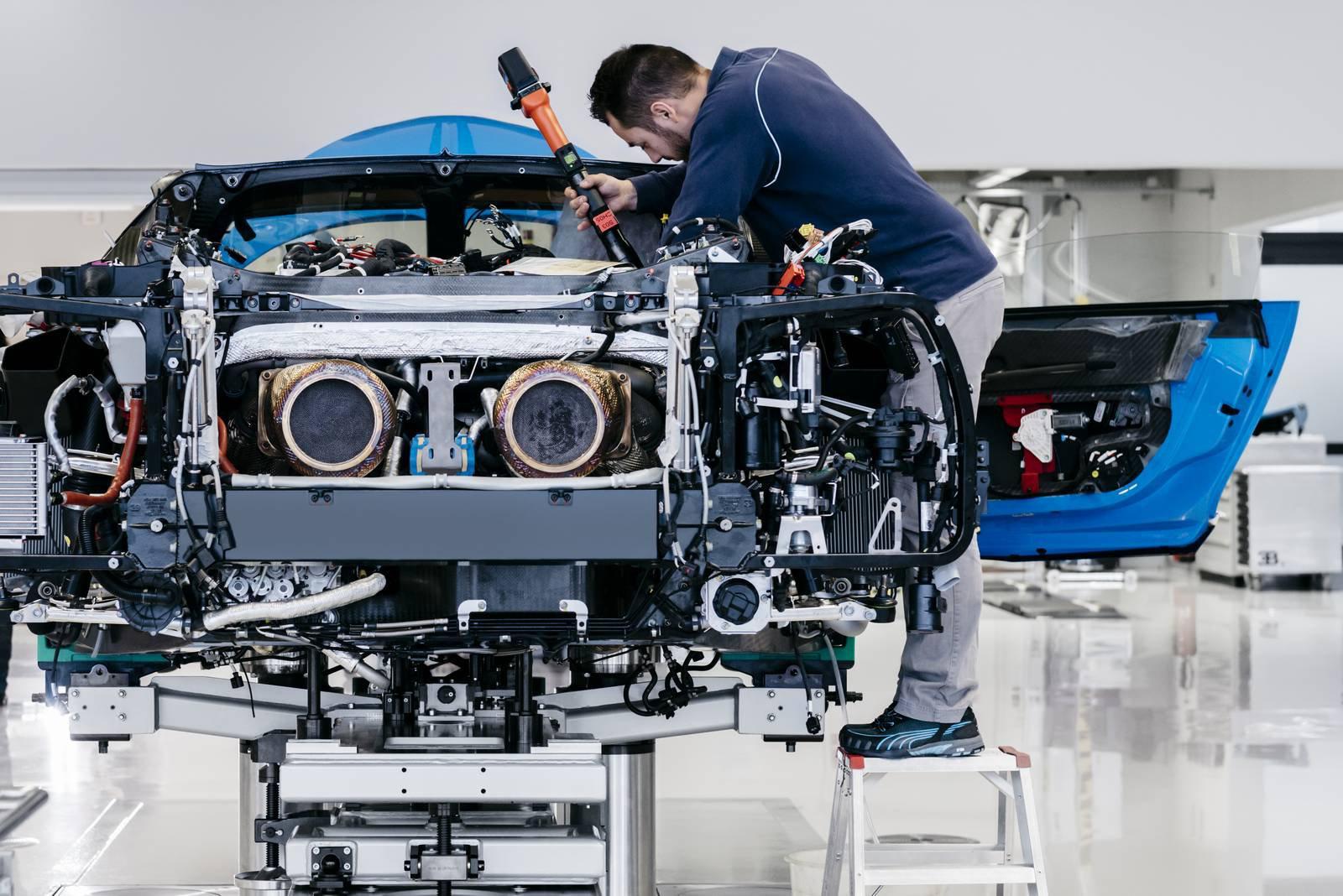 Bugatti Chiron production plant factory (4)