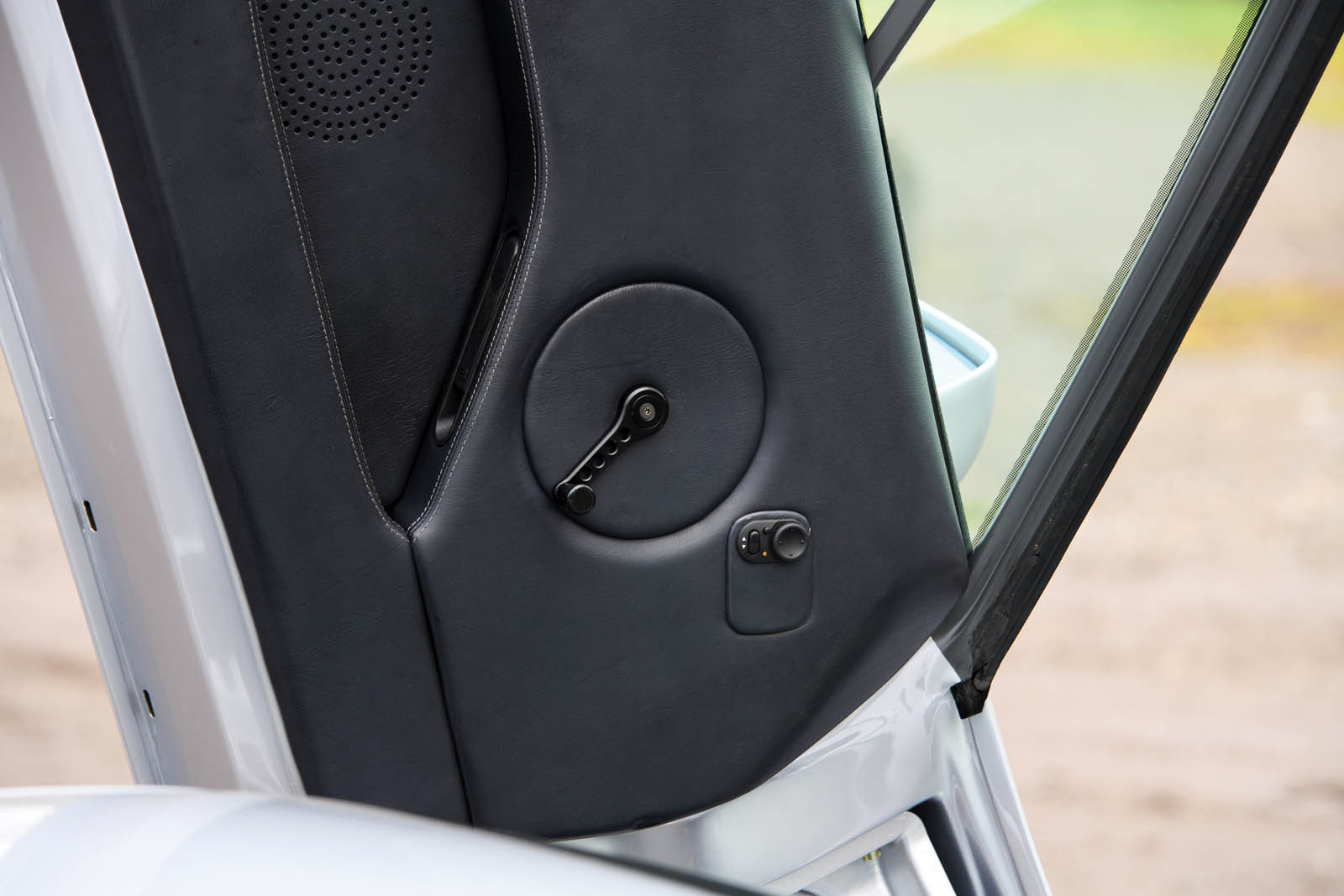 bugatti-eb110-ss-prototype-20