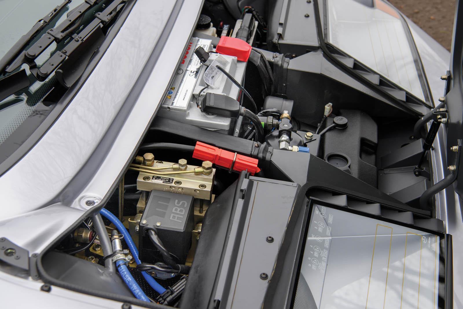 bugatti-eb110-ss-prototype-24